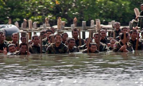 Zdjęcie KAMBODżA / - / Zatoka Tajlandzka / ćwiczenia kambodżańskich żołnierzy