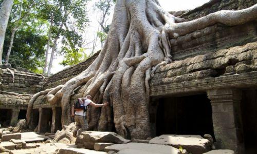 KAMBODżA / - / Angkor Wat / z planu Tomb Raider;)