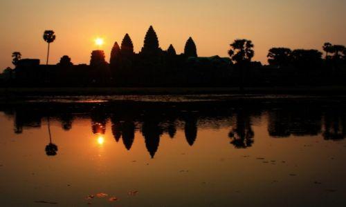 Zdjęcie KAMBODżA / Siem Reap / Angkor Wat / Angkor Wat o wschodzie slońca