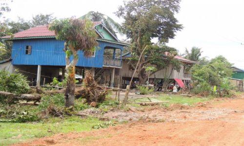 Zdjęcie KAMBODżA / Kampot / Sihanoukville / Kambodża-Bieda w cieniu Lexusów
