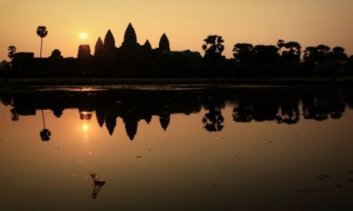 Zdjecie KAMBODżA / Siem Reap / Angkor Wat / Brzask nad Angkor Wat