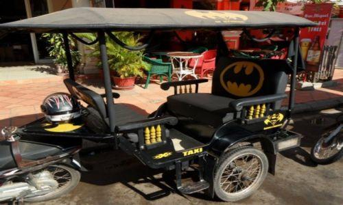 Zdjęcie KAMBODżA / Siem Reap / Siem Reap / Batmobile