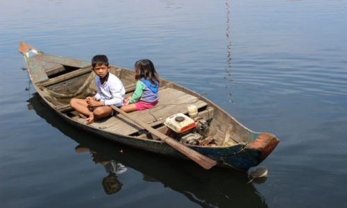 KAMBODżA / Tonle Sap / Tonle Sap / dzieci