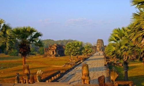 Zdjecie KAMBOD�A / Siem Reap / Angkor Wat / Poranne porz�dk
