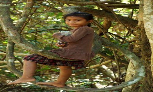 KAMBODżA / Siem Reap / Angkor Wat / Dziewczynka