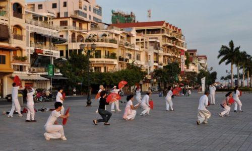 Zdjecie KAMBODżA / Phnom Penh / Phnom Penh / Tai Chi w promieniach wschodzącego słońca