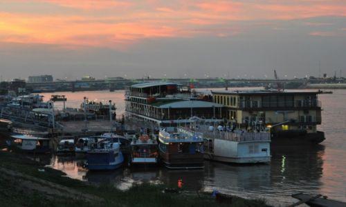 KAMBODżA / Phnom Penh / Phnom Penh / Port na rzece Tonle Sap
