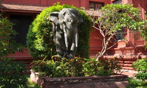 Zdjęcie KAMBODżA / Phnom Penh / centrum Phnom Penh / Przed Muzeum Narodowym