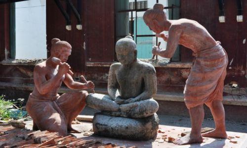 Zdjęcie KAMBODżA / Phnom Penh / centrum Phnom Penh / Rzeźba studenta Królewskiej Akademii Sztuk Pięknych