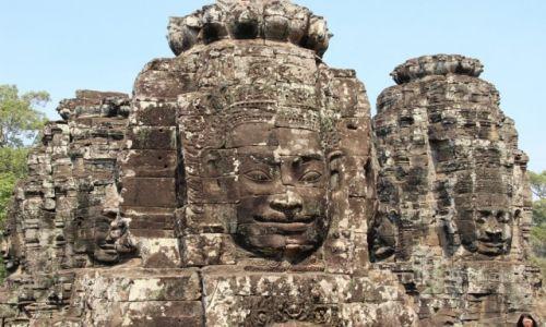 Zdjecie KAMBODżA / Siem Reap / Angkor / Głowy w Bajon
