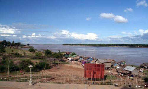 Zdjecie KAMBODżA / brak / miasteczko Stung Treng - w drodze do Laosu / widok z hotelu na Mekong