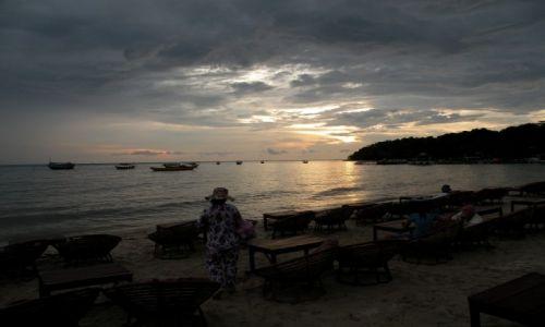Zdjęcie KAMBODżA / Sihanoukville / Sihanoukville / Wieczorem na plaży
