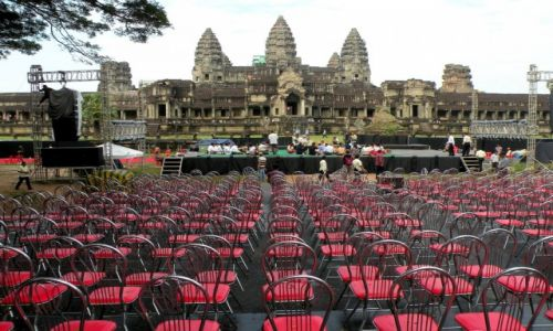 Zdjęcie KAMBODżA / Siem Reap / Angkor / Teatr ze świątynią w tle
