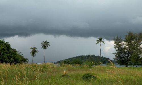 Zdjęcie KAMBODżA / Sihanoukville / wyspa na Zatoce Tajlandzka / Czarne chmury