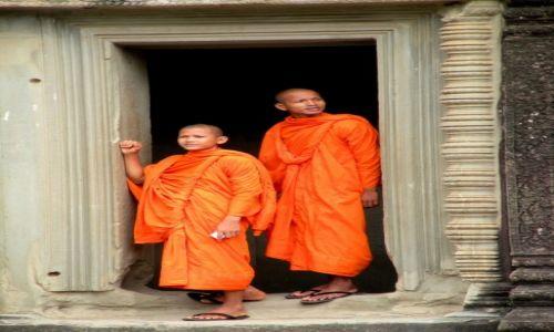 Zdjęcie KAMBODżA / Siem Reap / Angkor / Mnisi w Angkor Wat