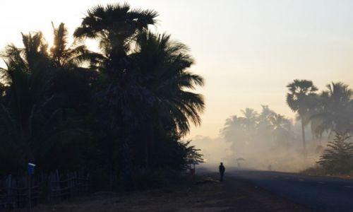 Zdjęcie KAMBODżA / - / Kambodża / Się budzi...