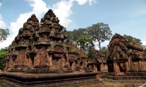 Zdjęcie KAMBODżA / Angkor / światynia Banteay Srei / Rzezbiona świątynia