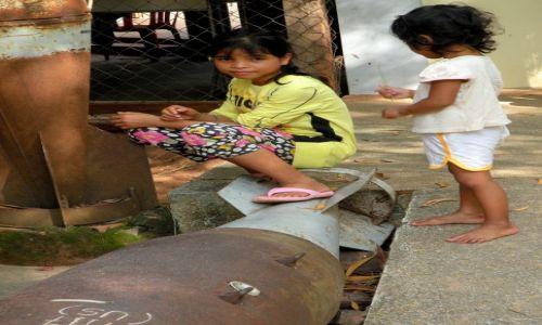 Zdjęcie KAMBODżA / Phnom Penh / Muzeum min lądowych / Bombowa zabawa