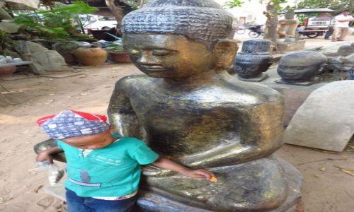 Zdjęcie KAMBODżA / Angkor / okolice Siem Reap / w objęciach Buddy