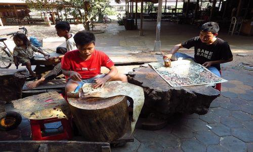 Zdjęcie KAMBODżA / Angkor / okolice Siem Reap / Khmer Leather Carving Center