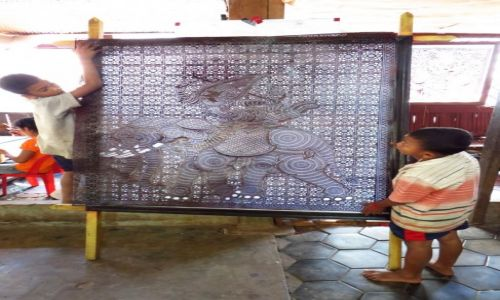 Zdjęcie KAMBODżA / Angkor / French International School of Singapore / Khmer Leather Carving Center - gotowy wyrób