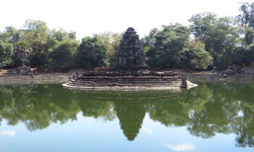 Zdjęcie KAMBODżA / Angkor / okolice Siem Reap / Świątynia Neak Pean