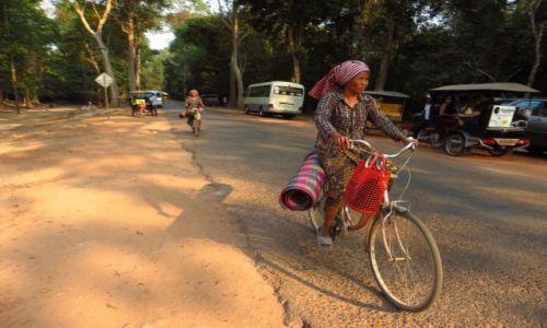 Zdjęcie KAMBODżA / Angkor / okolice Siem Reap / powrót z targu