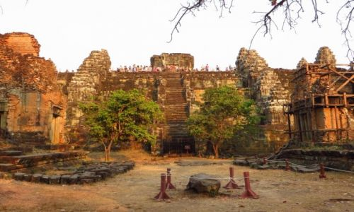 Zdjęcie KAMBODżA / Angkor / okolice Siem Reap / Świątynia Phnom Bakheng