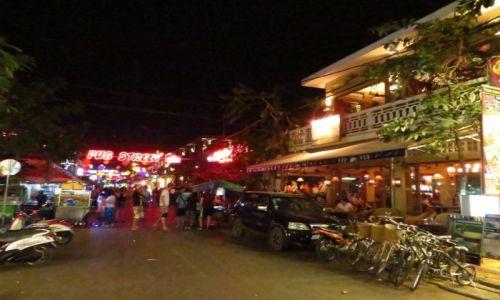 Zdjęcie KAMBODżA / Angkor / Siem Reap / ulica barowa