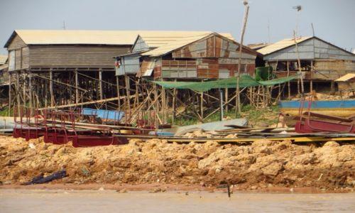 Zdjęcie KAMBODżA / Angkor / okolice jeziora Tonle Sap / typowa architektura okolic Tonle Sap