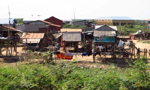 Zdjęcie KAMBODżA / Angkor / okolice Siem Reap / typowa architektura okolic Tonle Sap