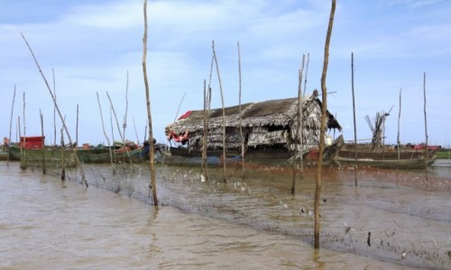 KAMBODżA / Jezioro Tonle Sap / Kampong Phluk / Pływające domki na jeziorze