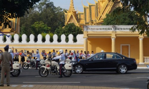 Zdjecie KAMBODżA / Phnom Penh / Phnom Penh / Przejazd króla