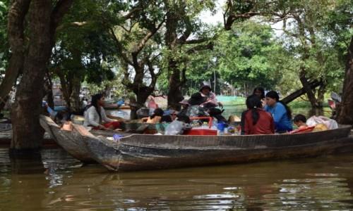 Zdjęcie KAMBODżA / Siem Reap / Kompong Phluk / Sąsiedzkie plotki:)