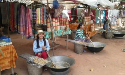 Zdjecie KAMBODżA / - / Kambodża / Produkcja cukierków z mleka kokosowego