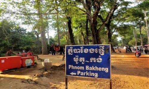 Zdjęcie KAMBODżA / Prowincja Siem Reap / Phnom Bakheng / Na wielkim parkingu
