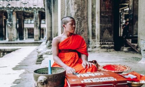 Zdjecie KAMBODżA / - / Angkor Wat / Mnich Angkor Wat