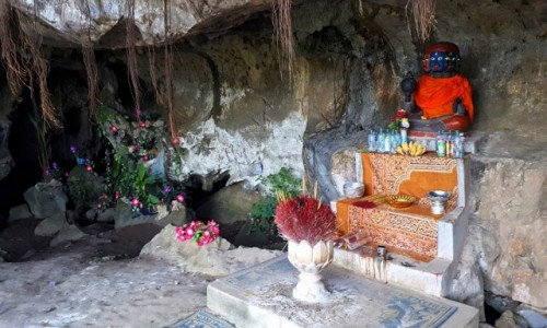 Zdjęcie KAMBODżA / okolice Kampotu / Kampong Trach / Świątynia ukryta w jaskini