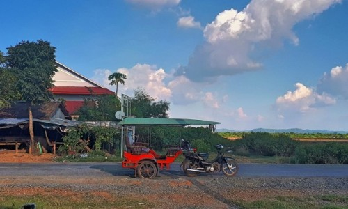 Zdjecie KAMBODżA / okolice Kampotu / - / Czerwone ferrari (model Cambodia)