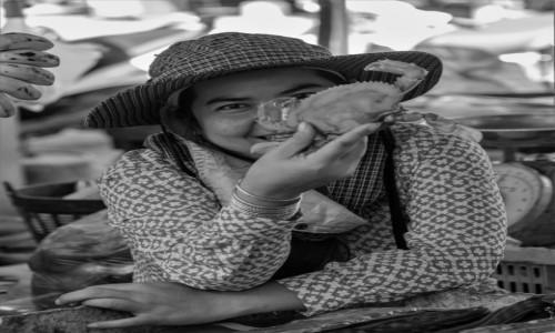 Zdjecie KAMBODżA / Prowincja Koh Kong / Koh Kong / Czy ja mam jej zwracać ... za kraba? ;-)