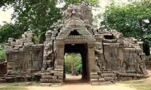 Zdjęcie KAMBODżA / Siem Reap / Swiatynie Angkor / brama do...