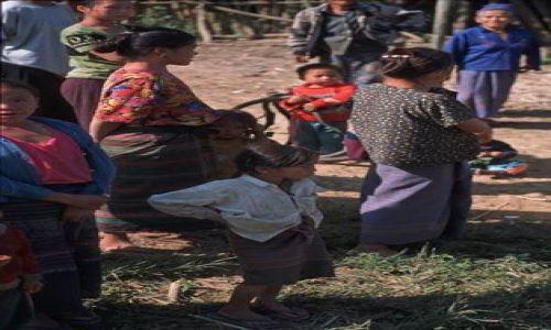 Zdjęcie KAMBODżA / OKOLICE SIEM REAP/ ANGHOR WAT / WIOSKI W OKOLICACH KOMPLEKSU ANGHOR / POTOMKOWIE STAROŻYTNYCH KHMERÓW