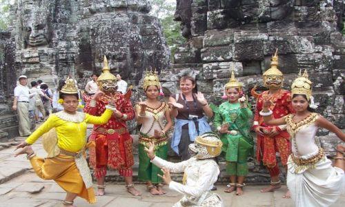 Zdjecie KAMBODżA / Siem Reap / Angkor Wat / już tańczą