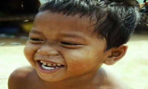 Zdjecie KAMBODżA / kambodża / tonle sap / uśniech dziecka