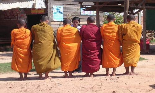 Zdjęcie KAMBODżA / brak / na trasie między Siem Reap a granicą tajską / Mnisi