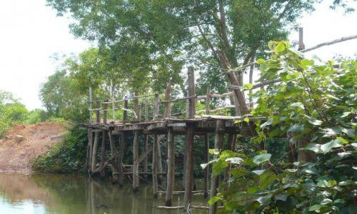 Zdjecie KAMBODżA / To jest ten mostek po którym / jadę motorkiem na wcześniejszym zdjęciu  / Zdjęcie uzupełniające do konkursu