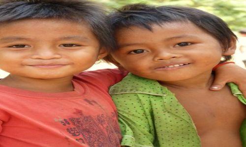 Zdjęcie KAMBODżA / Angkor Wat / Angkor Wat / Rodzeństwo
