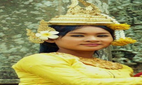 Zdjęcie KAMBODżA / Angkor Wat / Angkor Wat / Tancerka