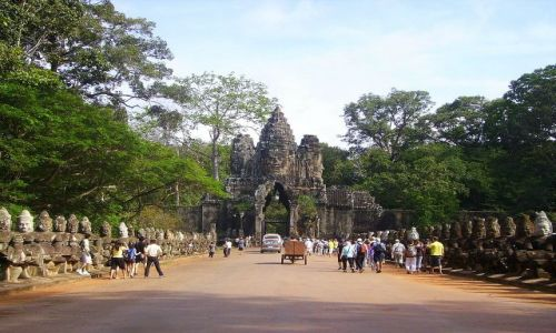 Zdjęcie KAMBODżA / Siem Reap / Angkor Wat / aleja do światynia Bayon