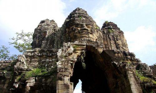 Zdjęcie KAMBODżA / Siem Reap / zespół Angkor Wat / wejście do Bayon